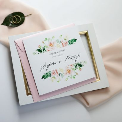 Eleganckie zaproszenia i delikatne kwiaty KWI 871